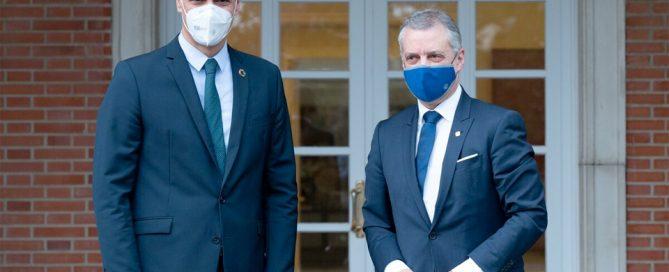 Pedro Sánchez e Íñigo Urkullu posando para la prensa en el Palacio de la Moncloa