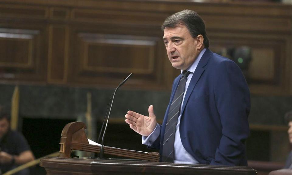 El portavoz del PNV en el Congreso, Aitor Estebandurante una sesión plenaria en el Congreso de los Diputados